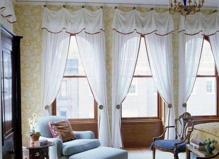 Come fare a scegliere le tende per la casa come fare - Tende attaccate alle finestre ...