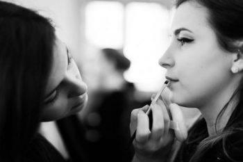 Come scegliere l'acconciatura e il make up per la sposa